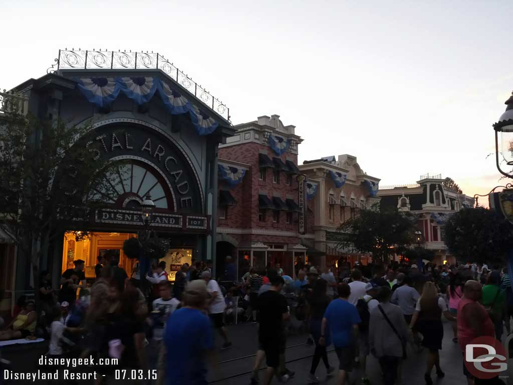 The exterior lights on Main Street USA came on the tripped off almost right away #Disneyland