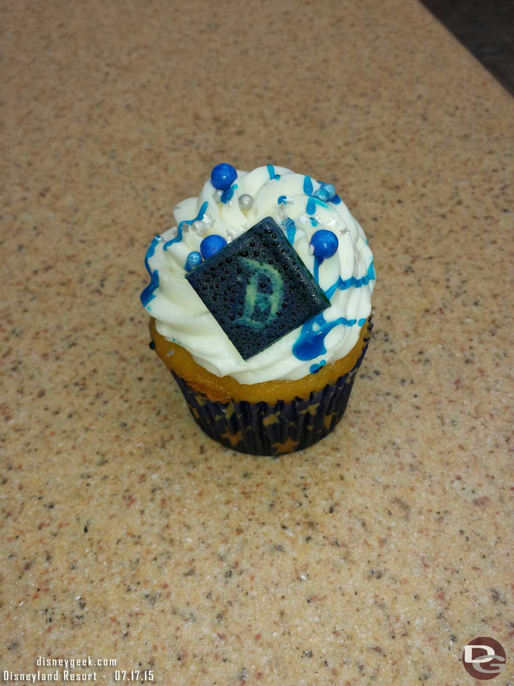 #Disneyland60 cupcake that is free for all guests this morning