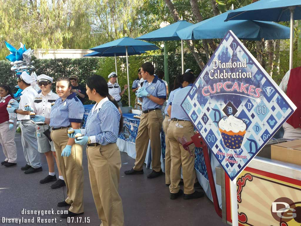 Disney California Adventure has plenty of free cupcakes still #Disneyland60