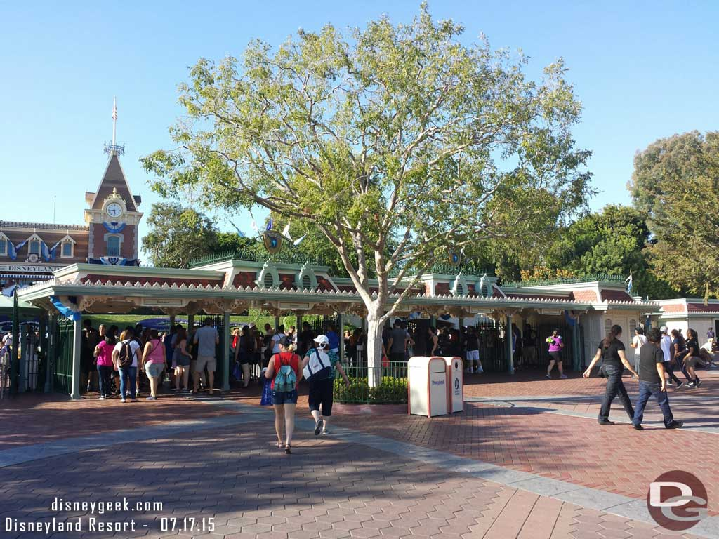 No lines at #Disneyland at 5:40pm