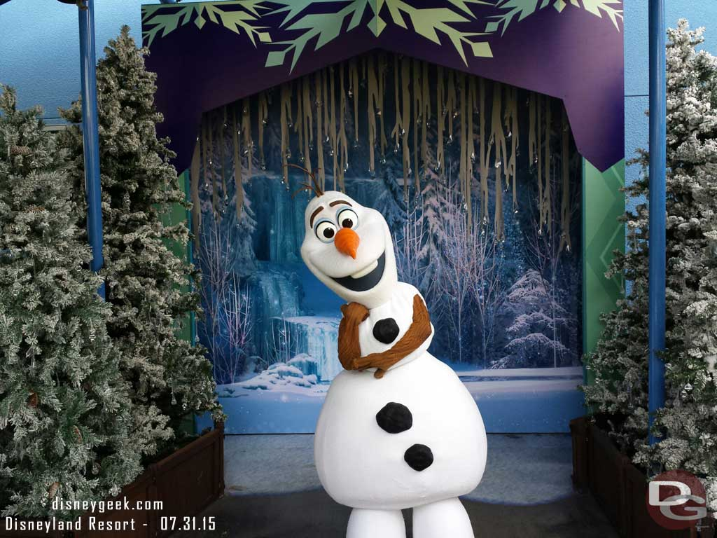 Olaf no longer requires a FastPass to visit, I walked right up to him #Frozen