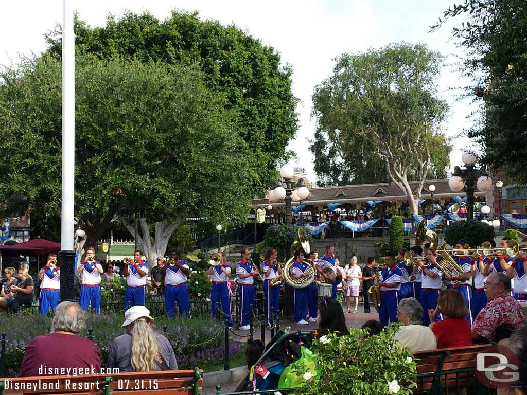 The Dapper Dans missed their arrivial today.  Seems the band started early #Disneyland