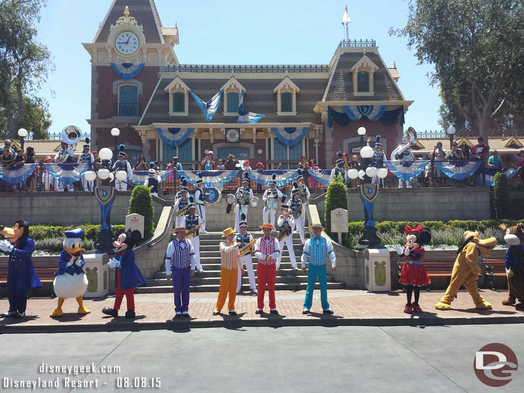 Dapper Dans join the #Disneyland Band & characters for a sing along in Town Square