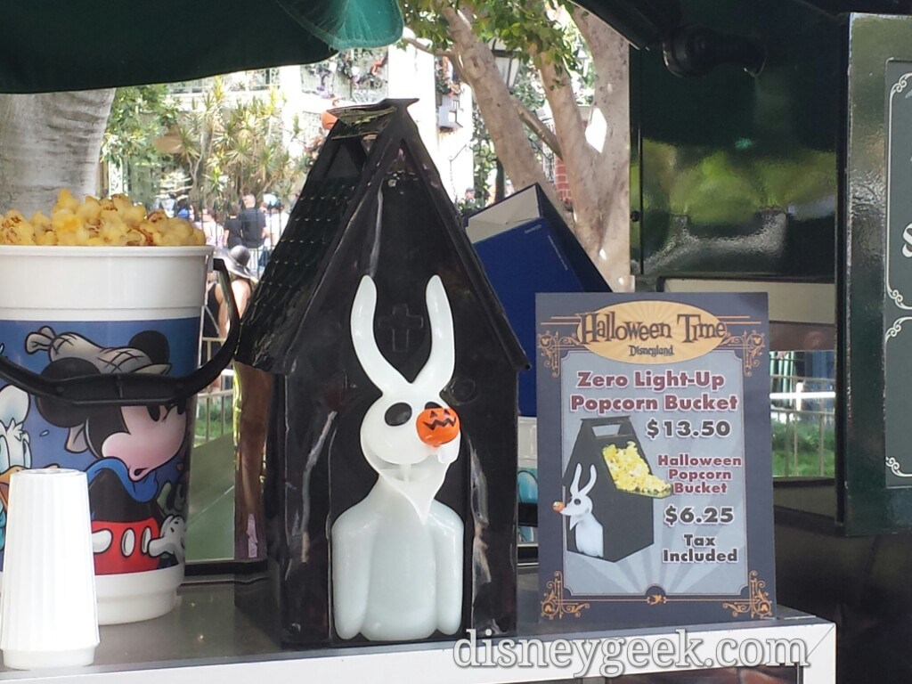 Zero popcorn buckets are available in New Orleans Square #Disneyland