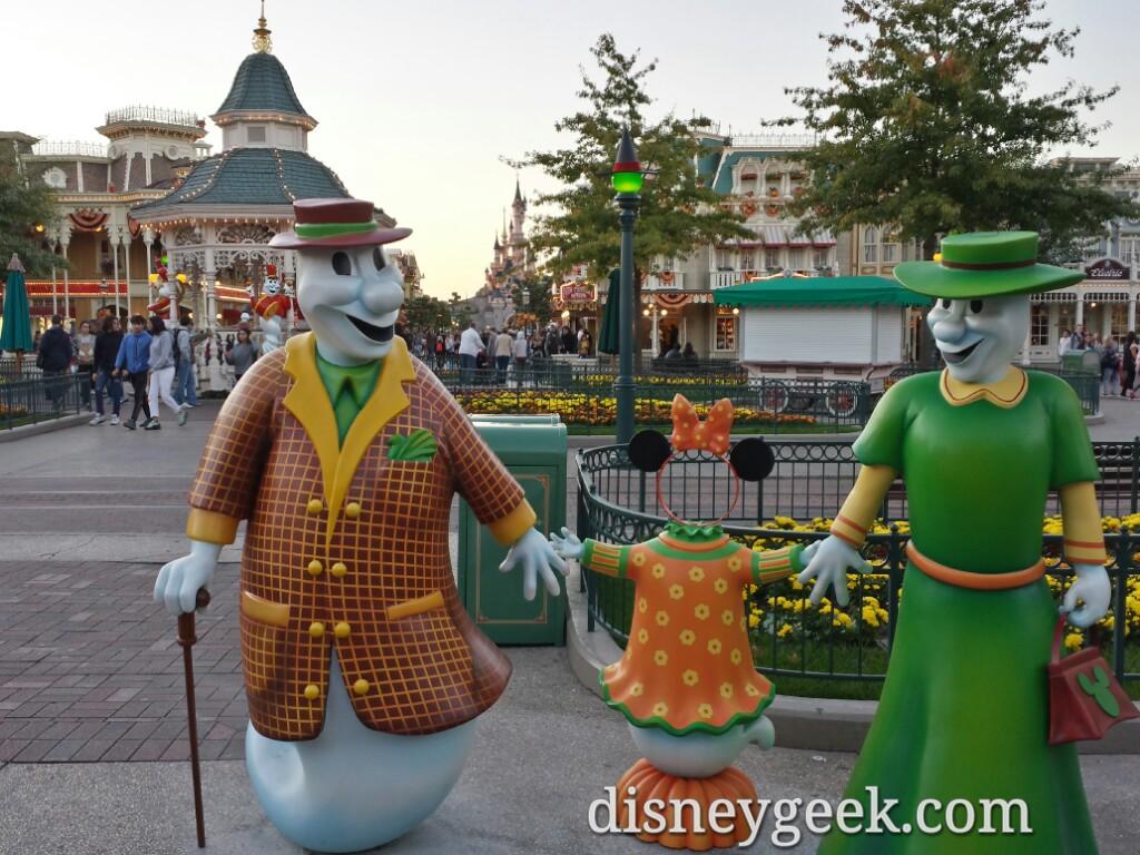 Ghost photo ops on Main Street USA #DisneylandParis
