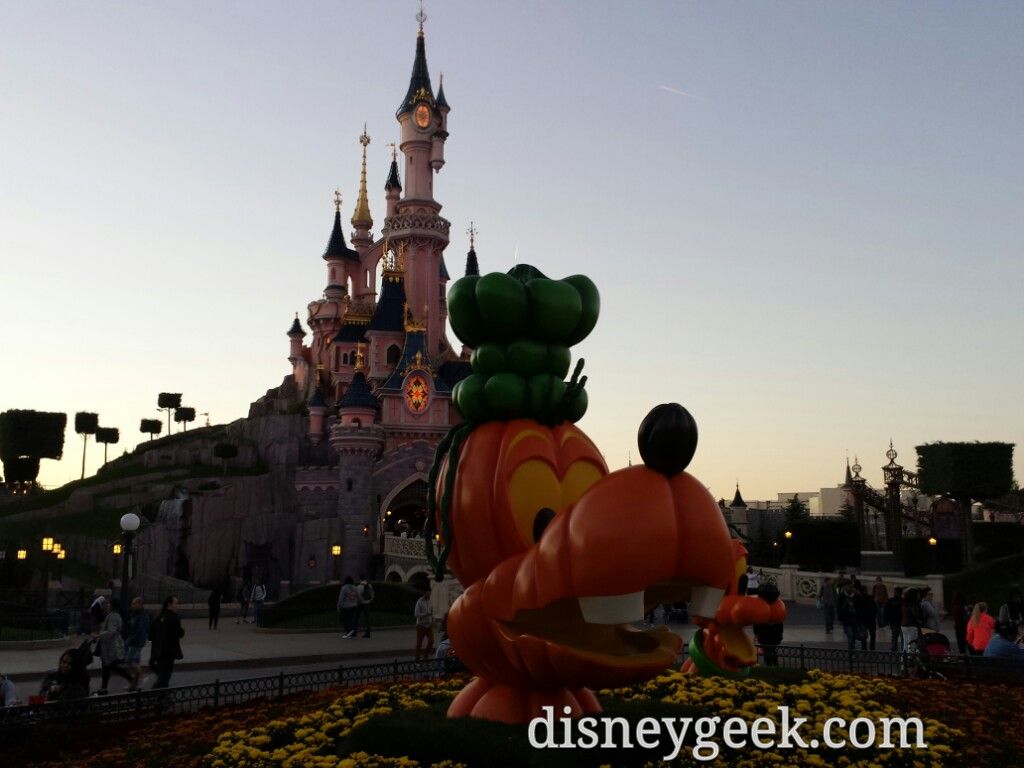 Goofy Pumpkin in the hub of Disneyland Paris