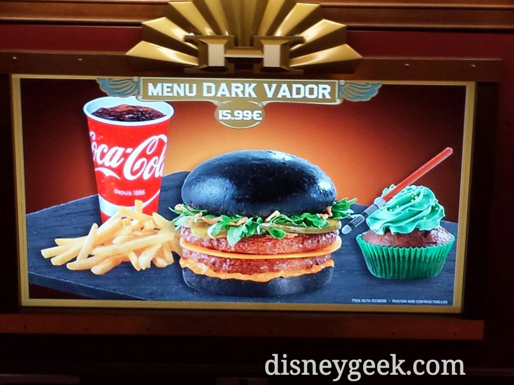 Dark Vador burger at Cafe Hyperion #DisneylandParis #StarWars