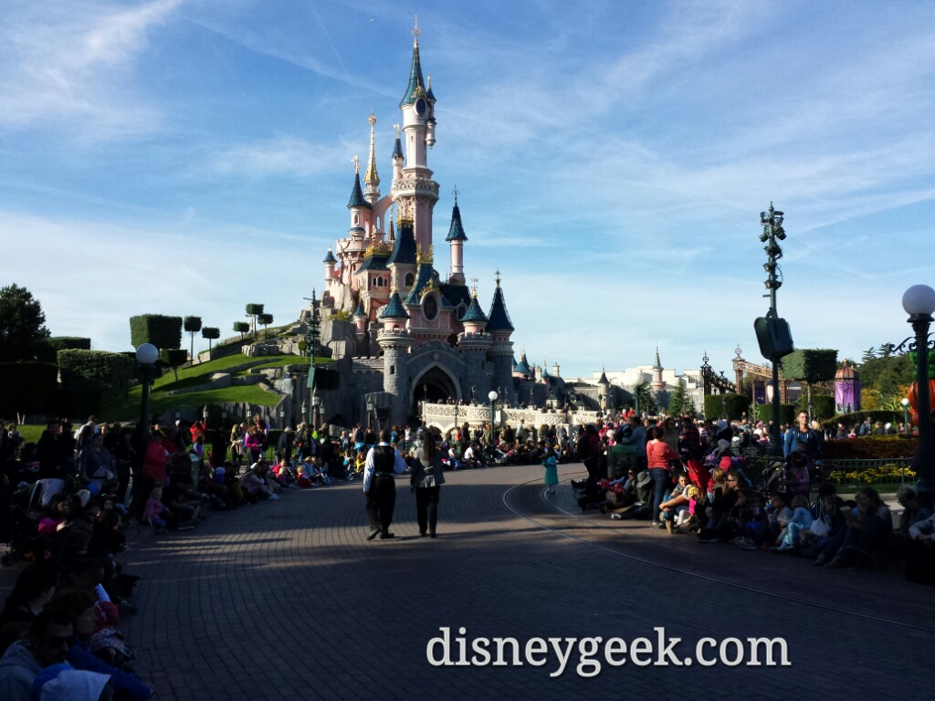 Waiting for Disney Magic on Parade #DisneylandParis