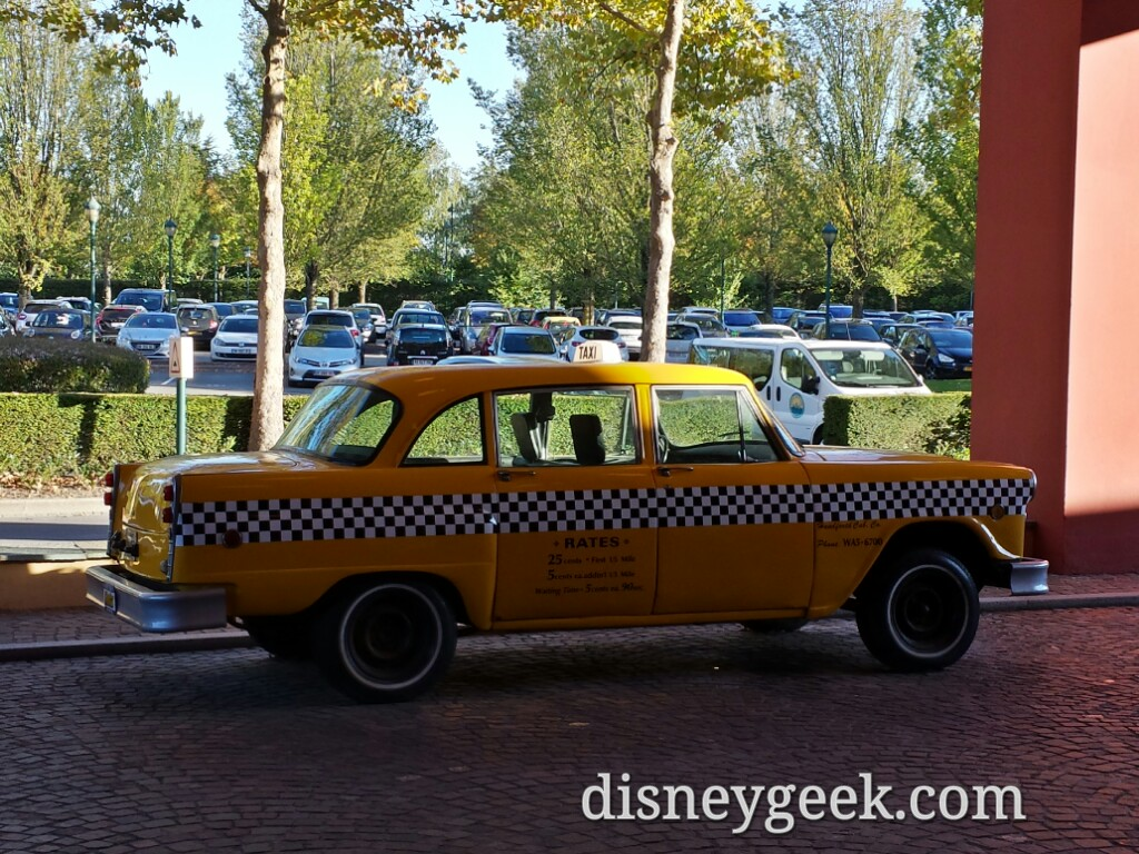 A cab in front of the New York hotel #DisneylandParis