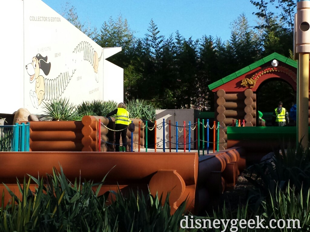 Slinky Dog Zigzag Spin is closed for renovation, no walls in some areas so you can watch them work #DLP