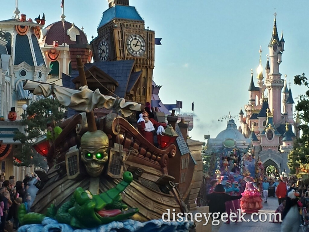 Peter Pan float in Disney Magic on Parade #DisneylandParis