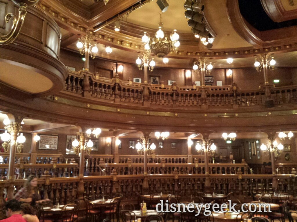 Ate dinner in the nearly empty Lucky Nugget #DisneylandParis