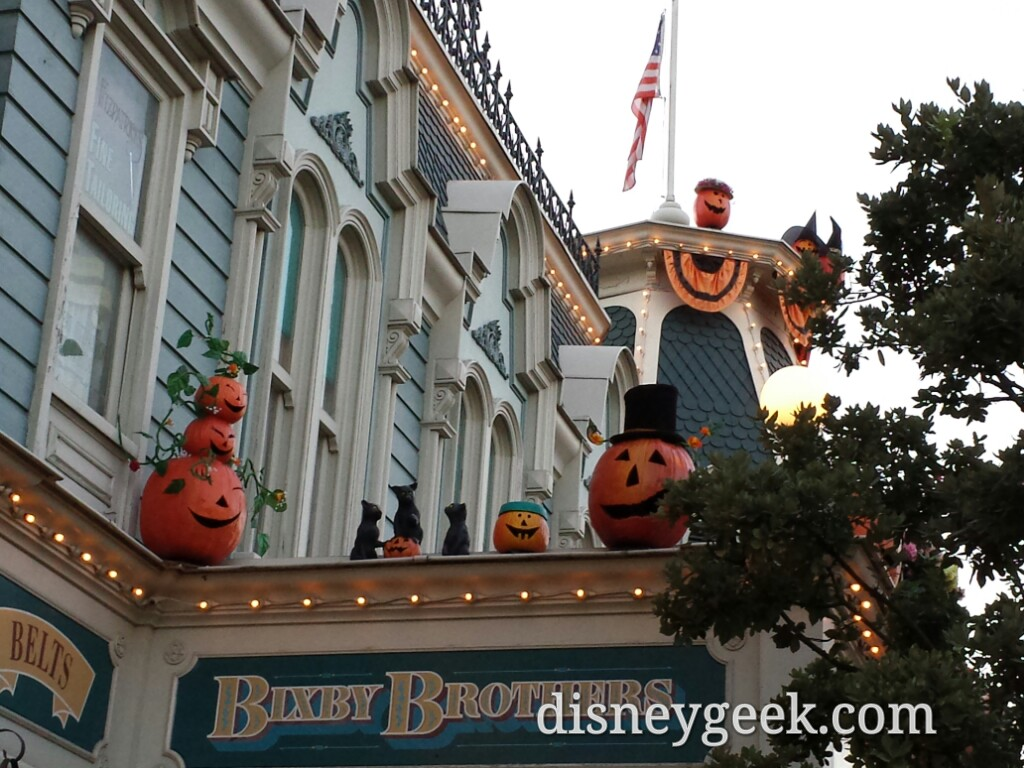 Some of the many pumpkins on Main Street USA #Halloween #DisneylandParis