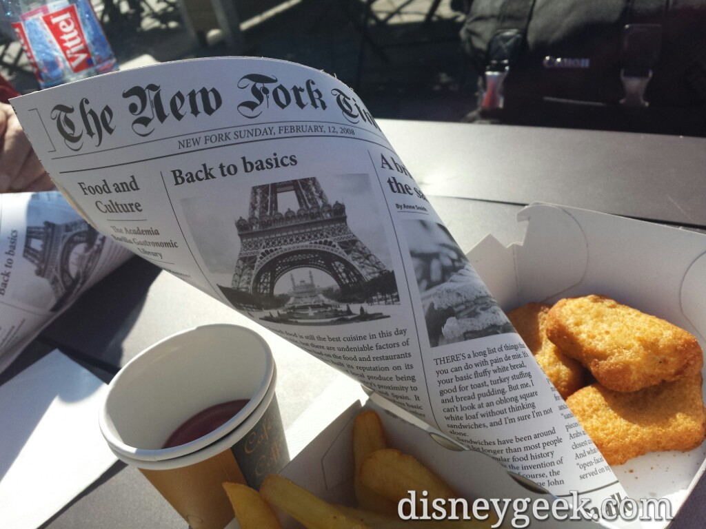 Lunchtime.. Grabbed some nuggets along the #SeineRiver #Paris