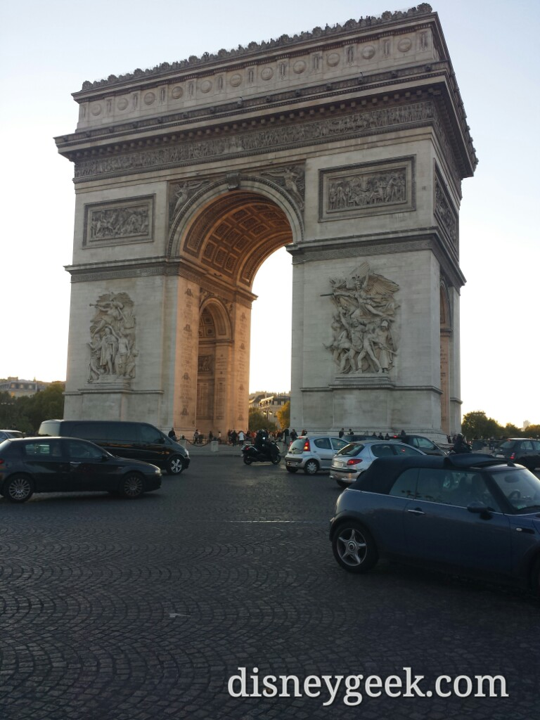 Arc de Triomphe as the sun was setting #Paris