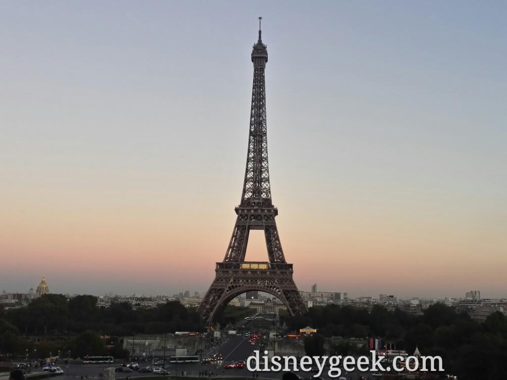 Found a spot to wait for the #EiffelTower light show #Paris