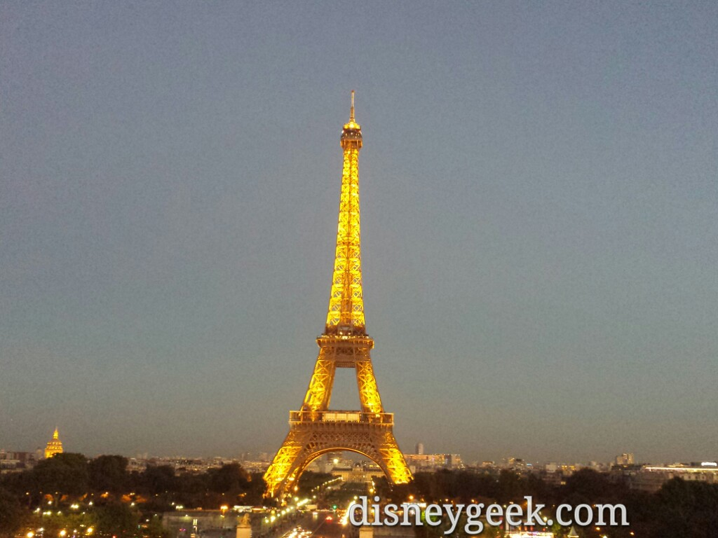 #EiffelTower lit up this evening #Paris
