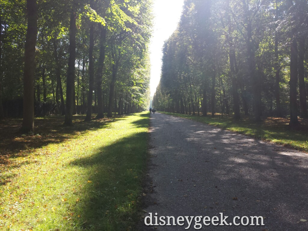 Walking the grounds on our way to the Grand Trianon – Chateau De #Versailles #Paris