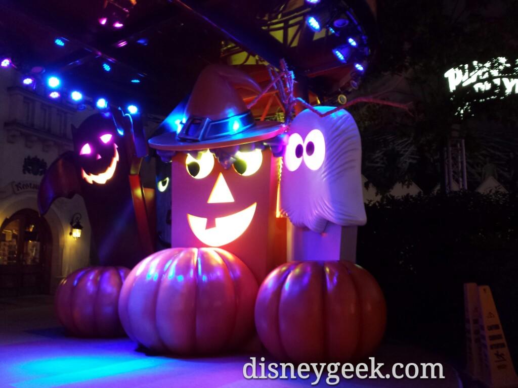 #DisneyVillage #Halloween backdrop on a small stage #DisneylandParis