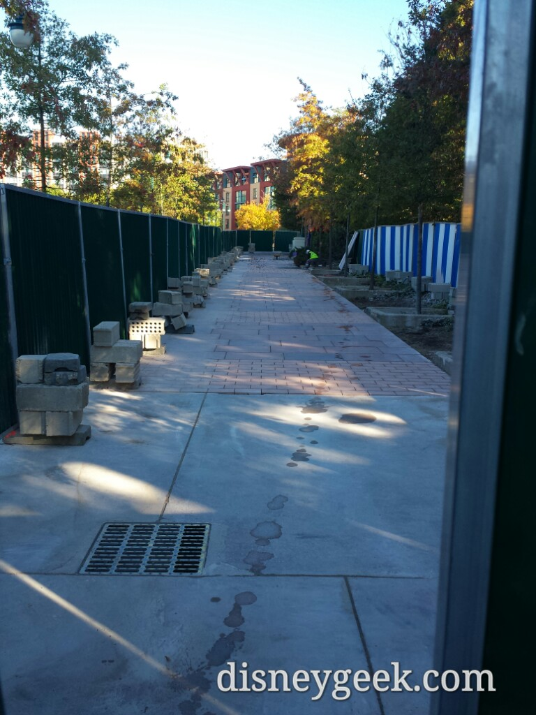 The walkway from the Sequioa Lodge to New York looks almost done #DisneylandParis