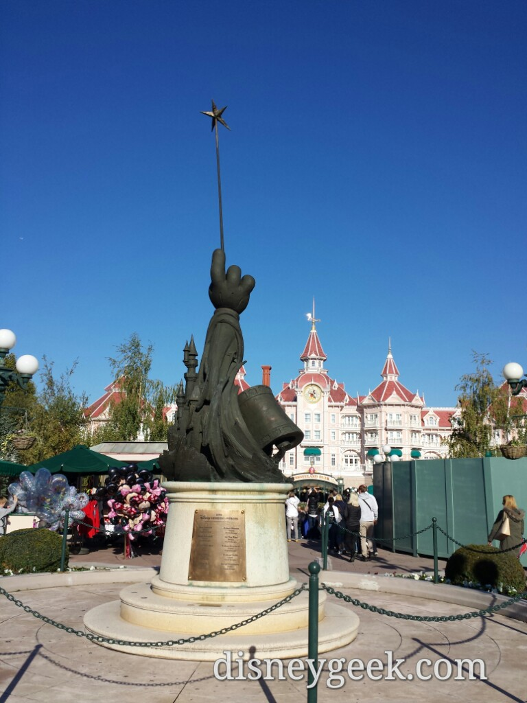Legends statue as I walk toward #DisneylandParis