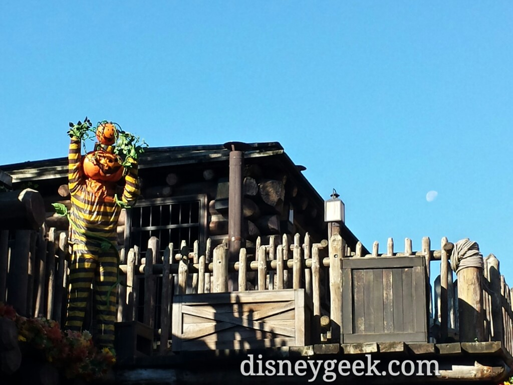 Heading into Frontierland the moon was still visible #Halloween #DisneylandParis