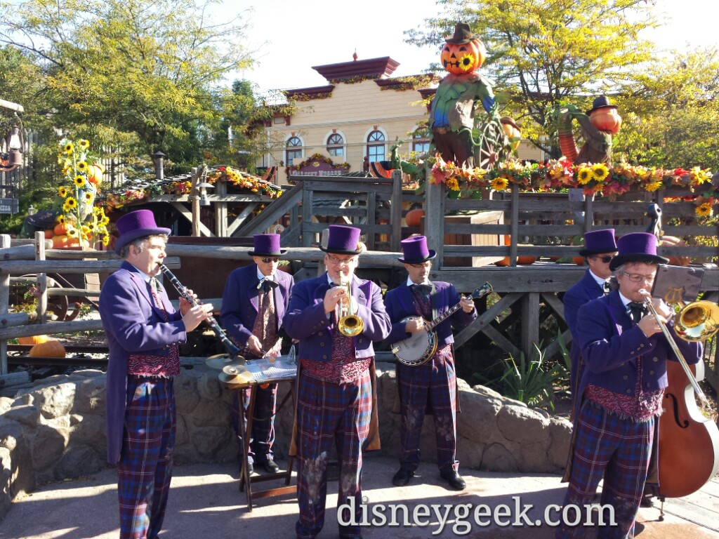A band out in Frontierland #Halloween #DisneylandParis