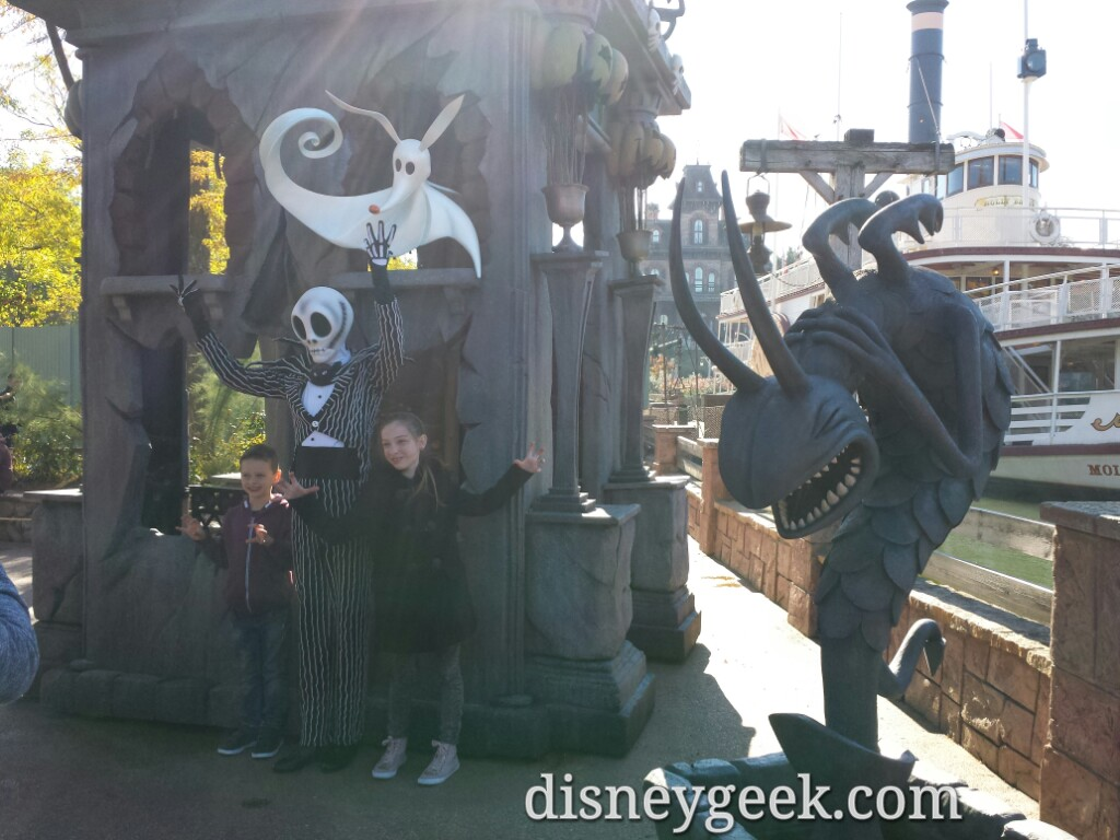 Jack Skellington greeting guests in Frontierland #Halloween #DisneylandParis