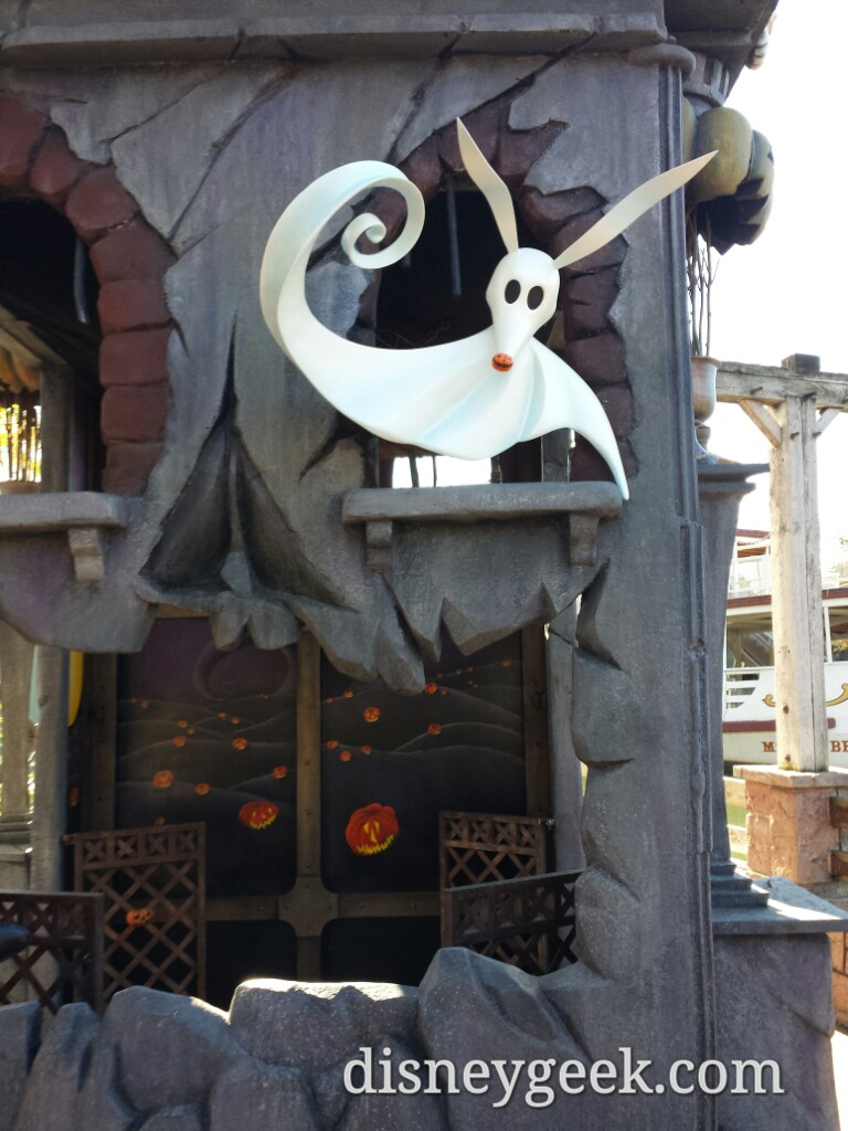 A closer look at Zero at the photo spot in Frontierland #DisneylandParis