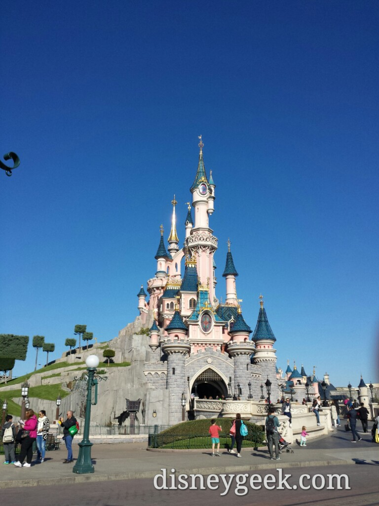 Another perfect sky today #DisneylandParis