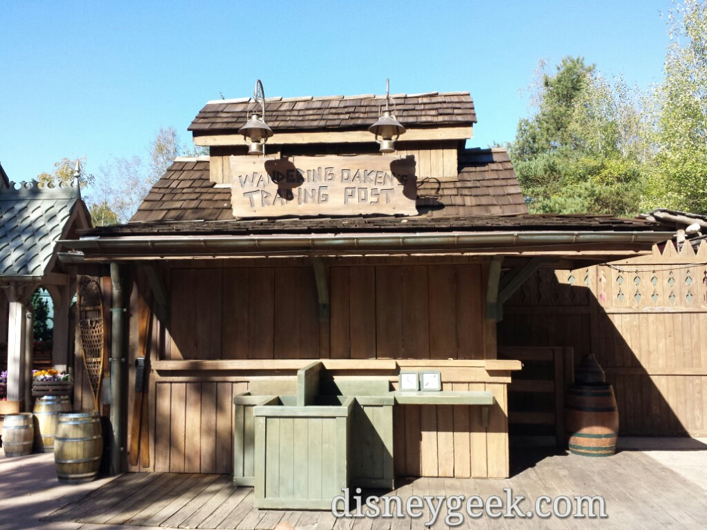 #Frozen was in the Cottonwood Ranch area. Some props & signage remain #DisneylandParis