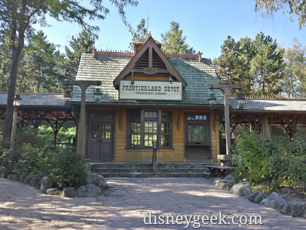 Frontierland Depot is out of service since the railroad is closed #DisneylandParis