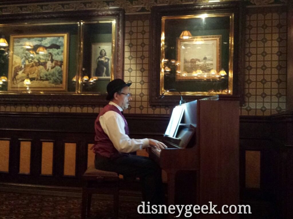 Piano player inside the Silver Spur Steakhouse #DisneylandParis