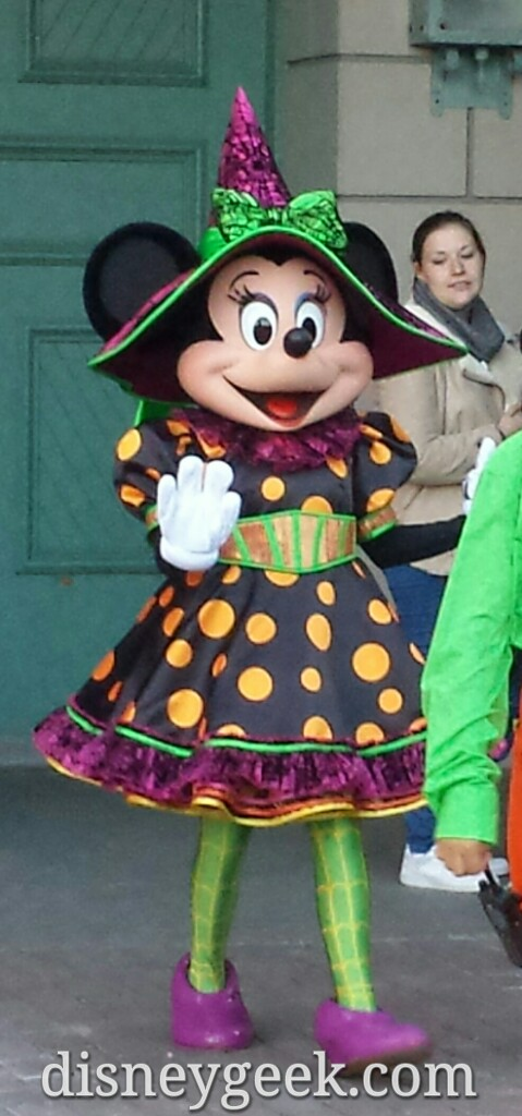 Minnie's #Halloween outfit #DisneylandParis