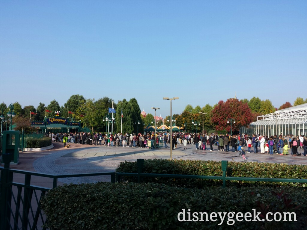 Longer security lines for the parks today, weekend crowds #DisneylandParis