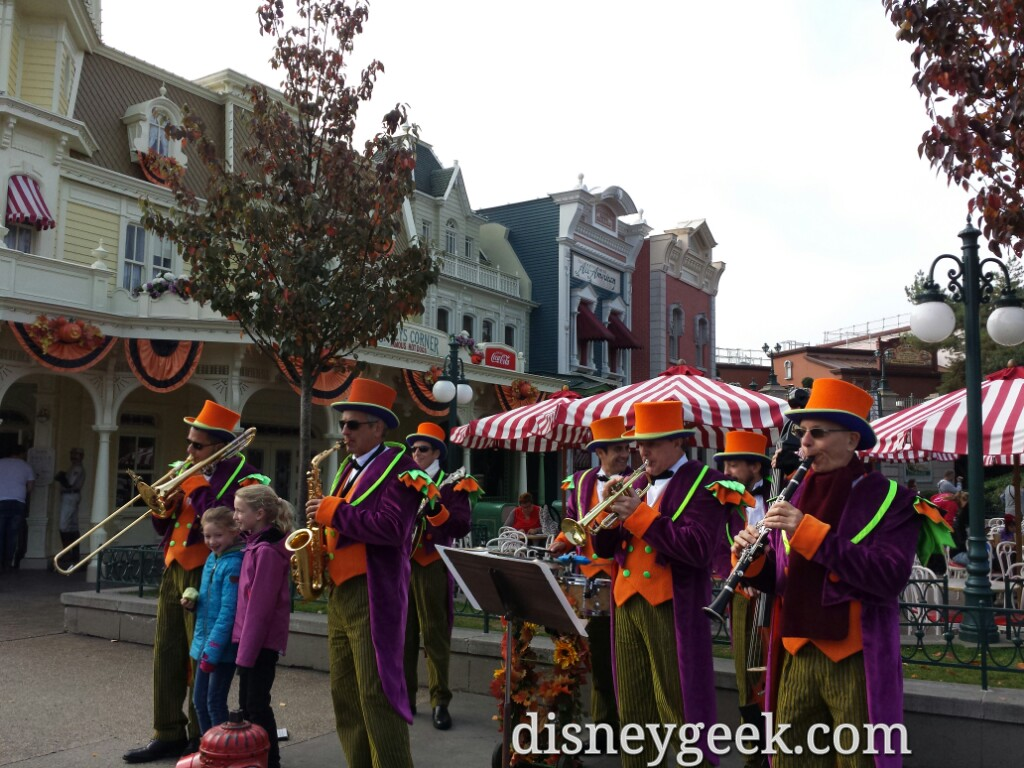 A band on Main Street USA near the hub #DisneylandParis