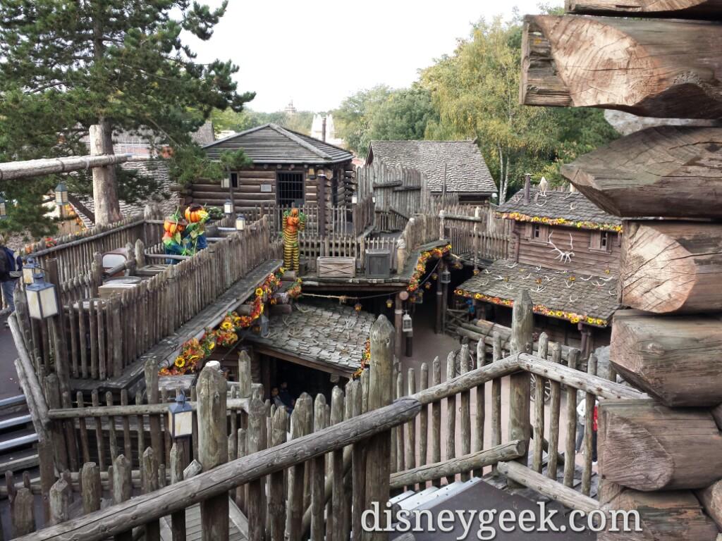 Legends of the Wild West, the Frontierland fort walkthrough was open today #DisneylandParis