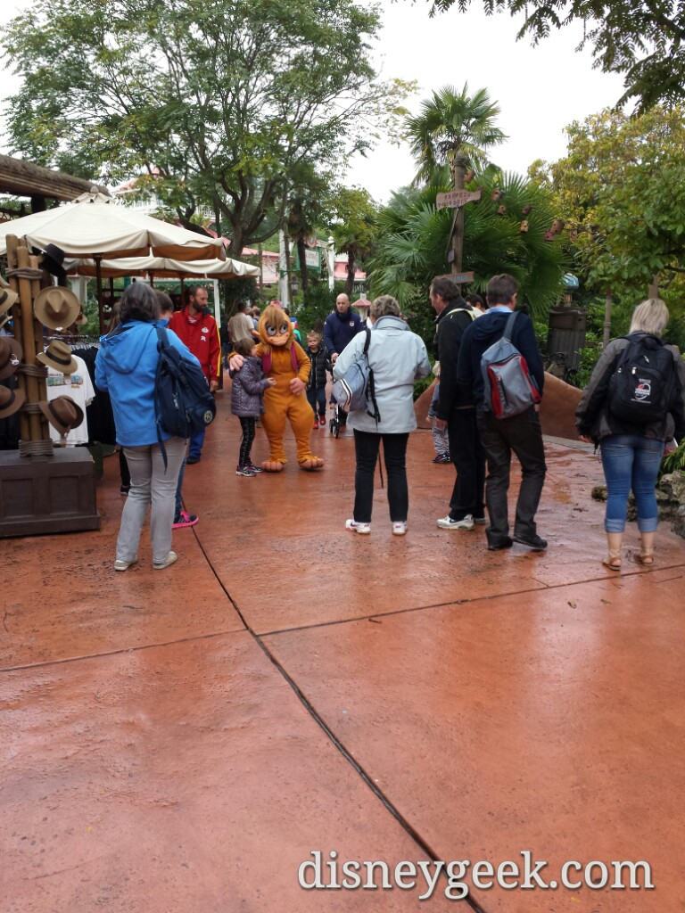 Abu roaming Adventureland greeting guests #DisneylandParis