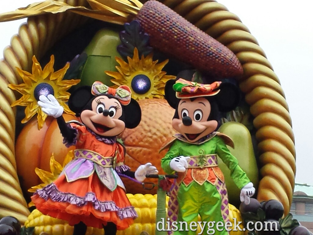 Mickey & Minnie in Mickey's Halloween Celebration #DisneylandParis