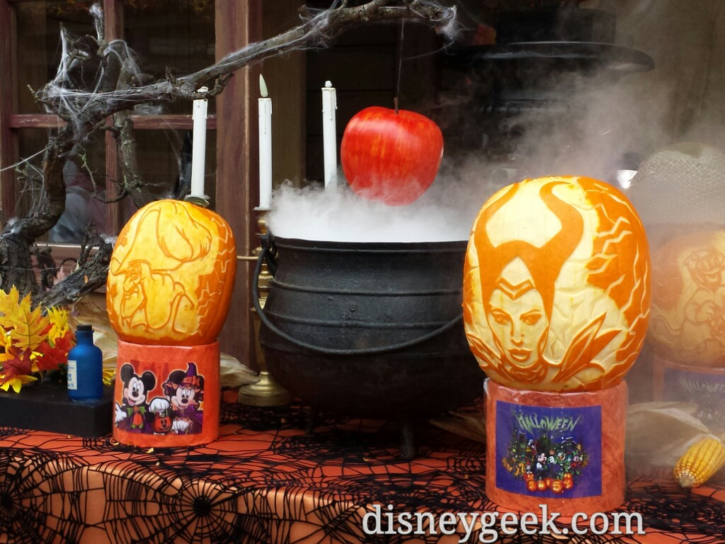 Villain pumpkin creations #DisneylandParis