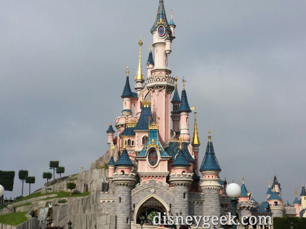 The late morning skies turned gray and overcast, 1st time this trip #DisneylandParis