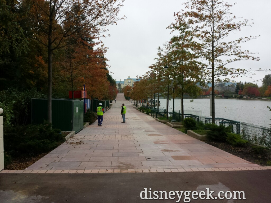 The walkway between the Sequioa Lodge & Hotel New York is open today #DisneylandParis