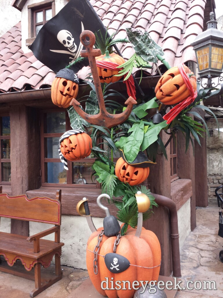 Pirate pumpkins in Adventureland #DisneylandParis