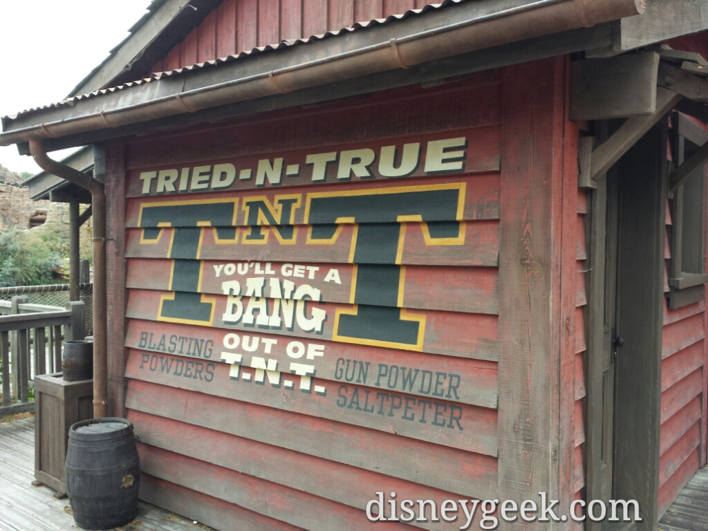 Frontierland sign #DisneylandParis