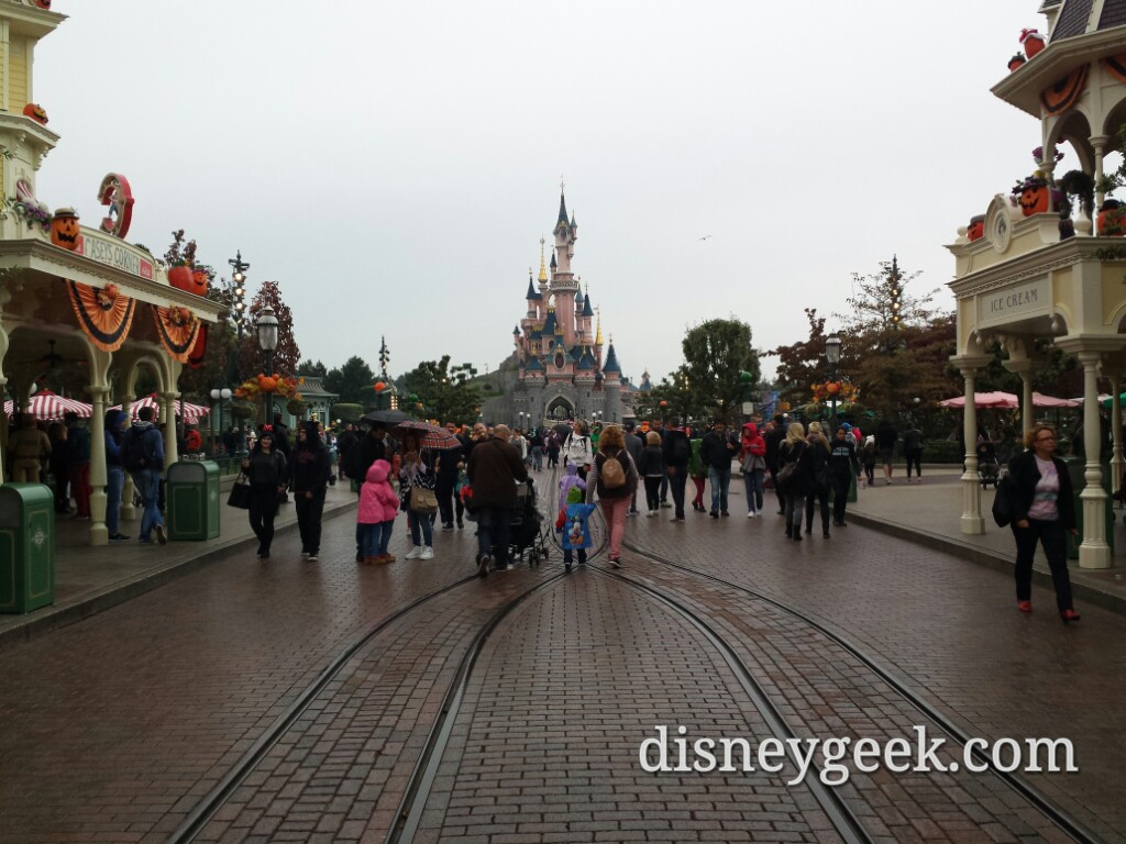 It is starting to rain.. #DisneylandParis
