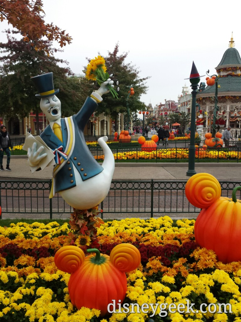 A ghost in Town Square #Halloween #DisneylandParis