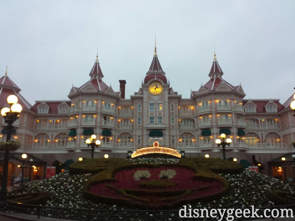 After dinner had an hour till #DisneyDreams so headed back to #DisneylandParis