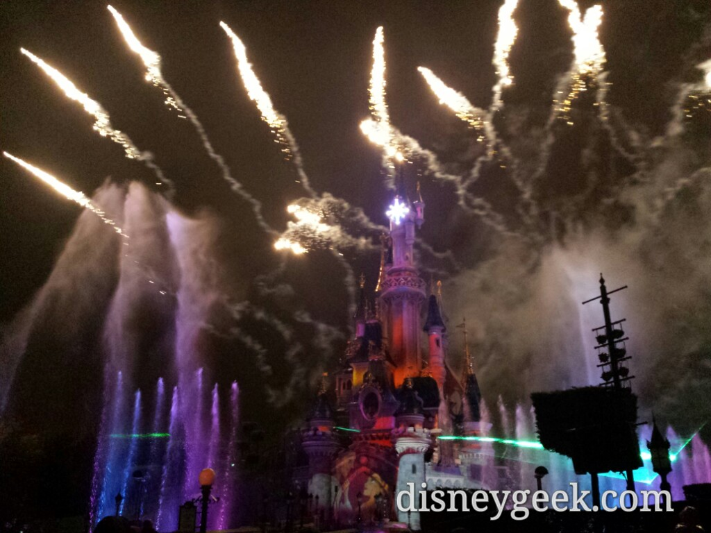 The rain stopped just before #DisneyDreams started #DisneylandParis