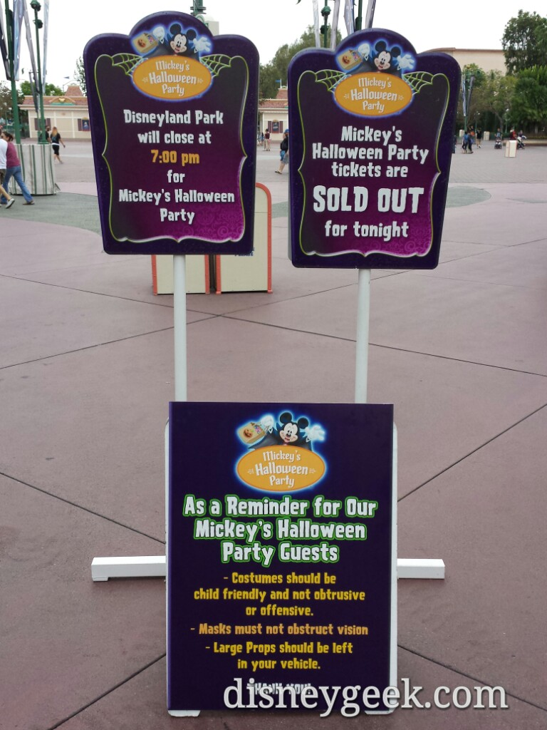 Tonight is a #Halloween party plenty of signs in the esplanade #Disneyland