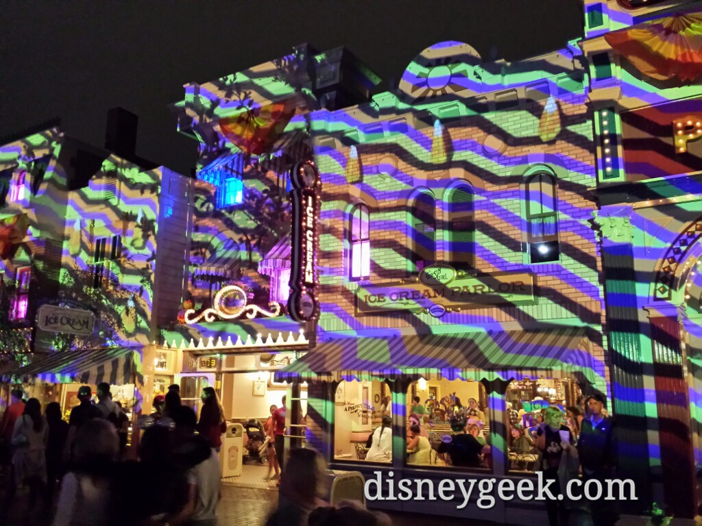 For the #Halloween party they use the #DisneylandForever projectors